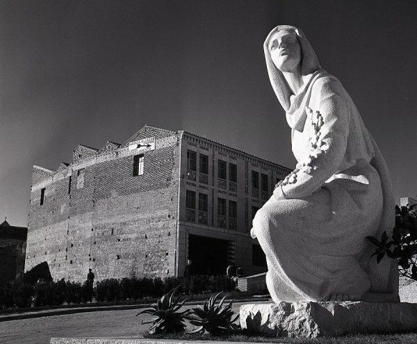 016-AKE_160_Detalle del monumento del Ángel del Alcázar