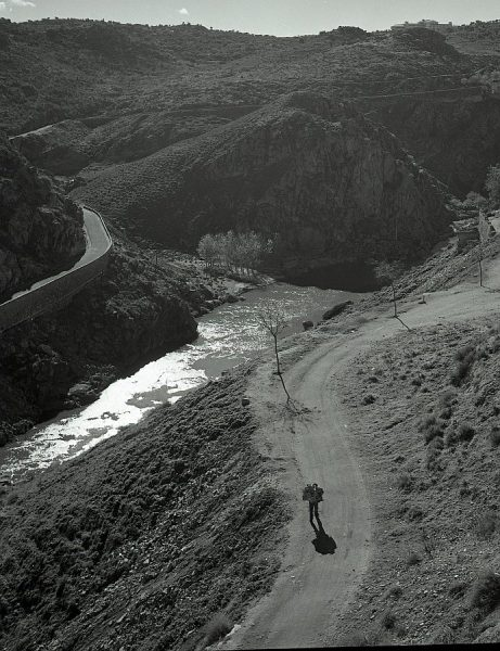 029-AKE_065_Vista del paseo de Cabestreros, el río Tajo y el Cerro del Bu