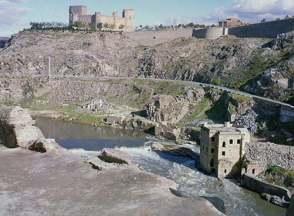 043-AKE_034_Vista del castillo y presa de San Servando