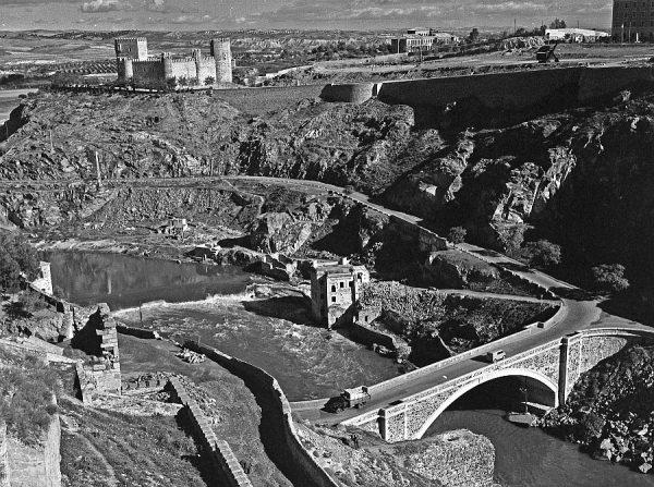 045-AKE_063_Vista del puente nuevo de Alcántara y el castillo de San Servando