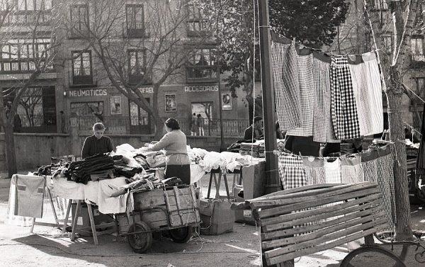 092-AKE_101_Mercado del Martes en el paseo del Miradero