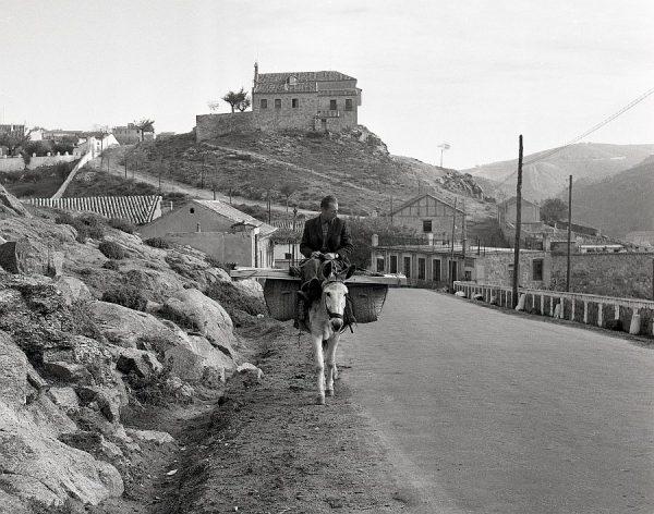 103-AKE_128_Vista de la Carretera de Piedrabuena y la ermita de la Virgen de la Cabeza