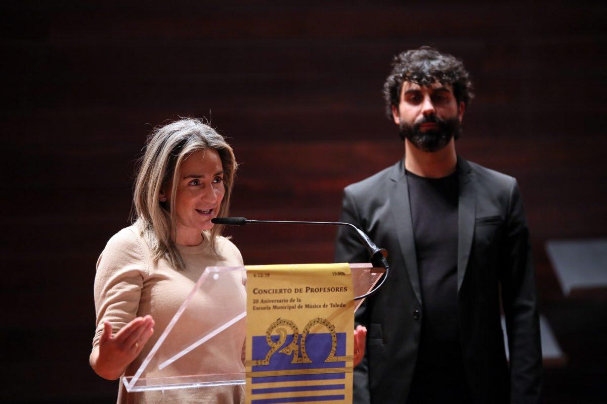 https://www.toledo.es/wp-content/uploads/2019/12/10_concierto_escuela_musica-1200x800.jpg. La alcaldesa felicita a la Escuela Municipal de Música por su XX Aniversario que pronto contará con enseñanzas escénicas