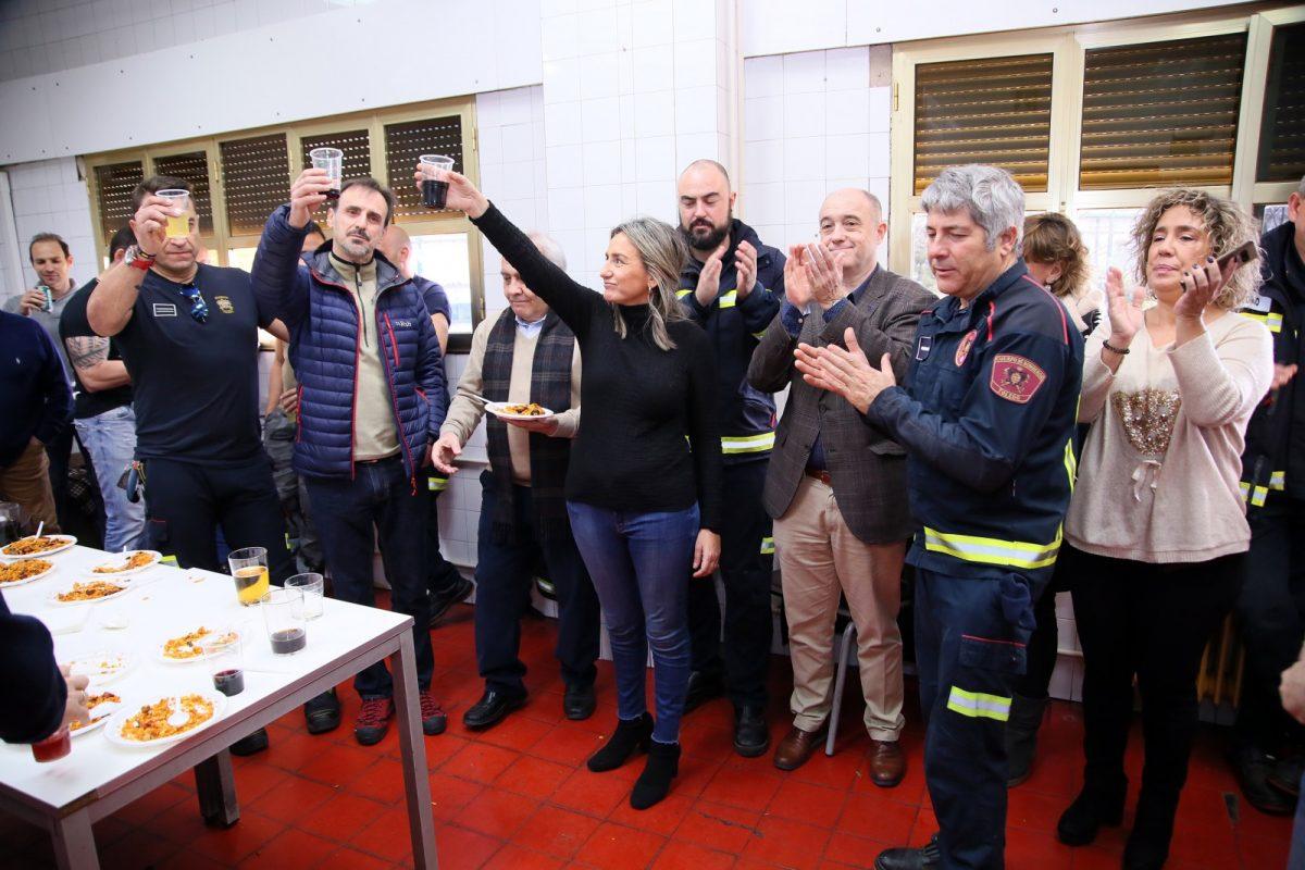 http://www.toledo.es/wp-content/uploads/2019/12/10_visita_policia_bomberos-1200x800.jpg. Milagros Tolón y la Corporación felicitan las fiestas a Policía Local, Bomberos y Protección Civil con deseos de prosperidad para 2020