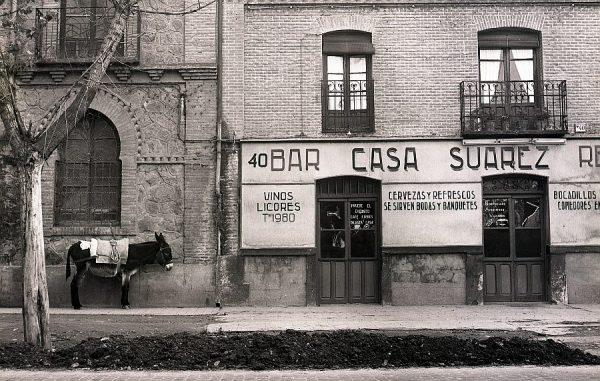 114-AKE_104_Paseo de la Rosa_Fachada del bar Casa Suárez