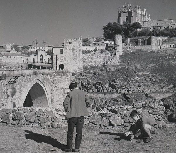 117-AKE_138_Vista del puente de San Martín y puerta de Arbitrios