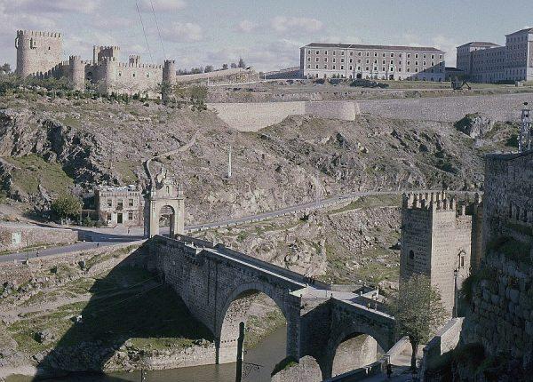 128-AKE_037_Vista el puente de Alcántara, castillo de San Servando y Academia de Infantería