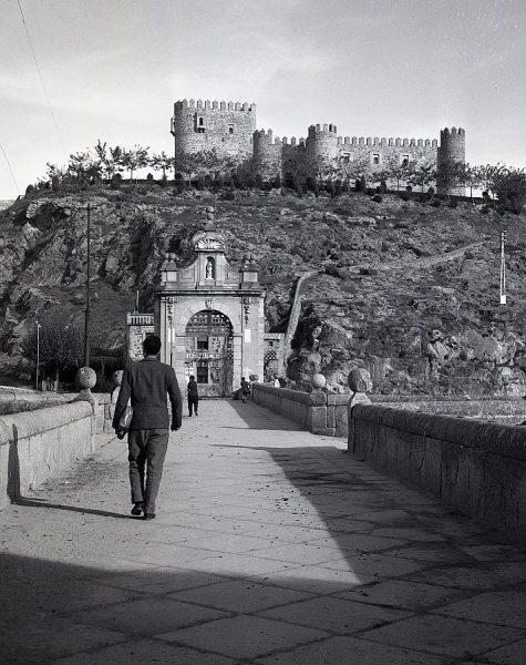 133-AKE_091_Vista del castillo de San Servando desde el puente de Alcántara