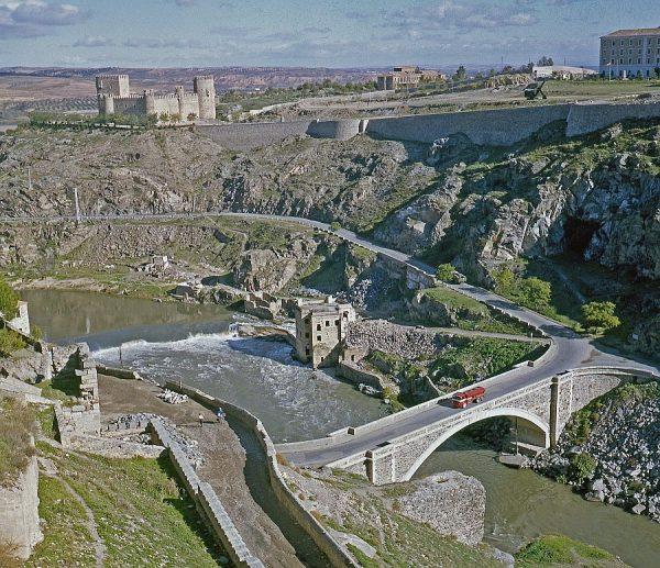 136-AKE_006_Vista del puente nuevo de Alcántara y el castillo de San Servando