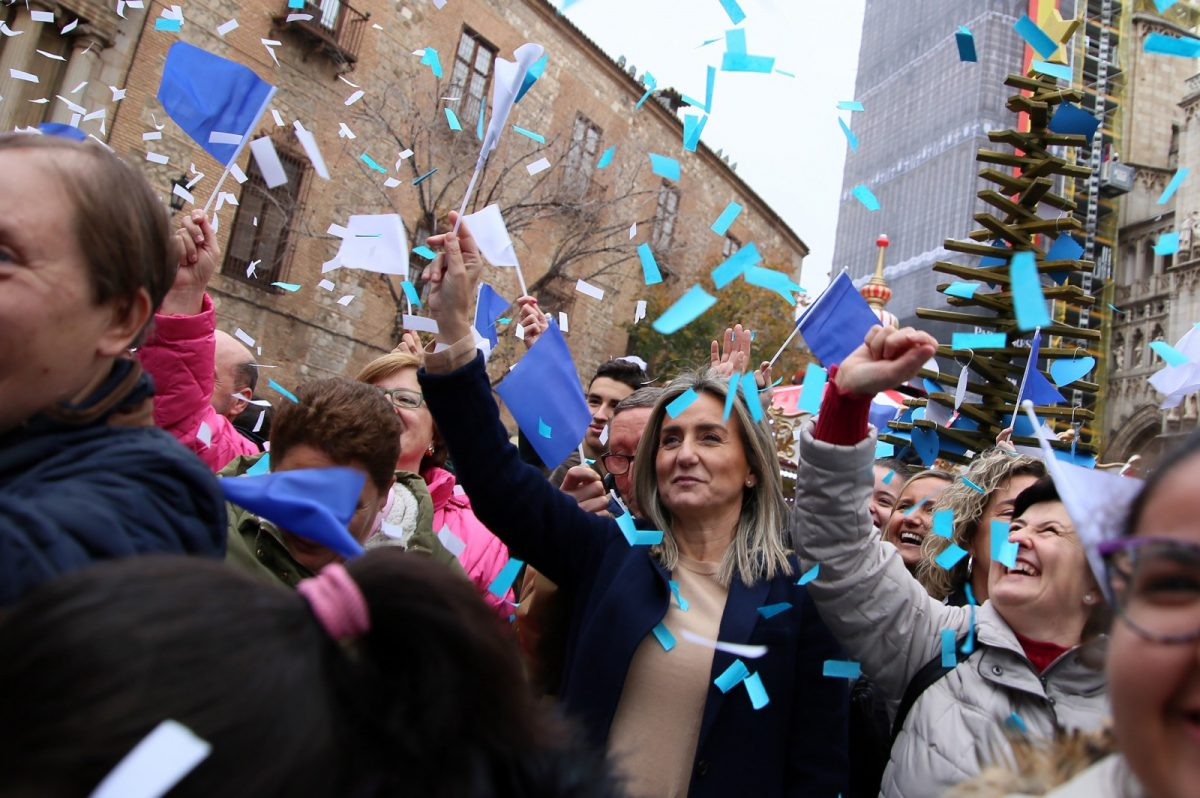 https://www.toledo.es/wp-content/uploads/2019/12/14_arbol_desos_apanas-1200x798.jpg. La alcaldesa reclama el acceso al empleo de las Personas con Discapacidad y muestra su compromiso para lograrlo