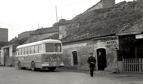151-AKE_120_Carretera de Piedrabuena junto al puente de San Martín