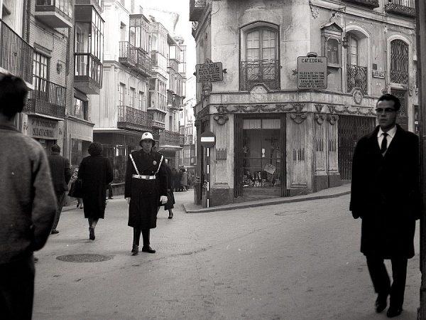 156-AKE_070_Calle Comercio esquina a cuesta de Belén