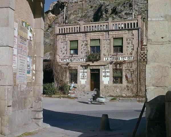 158-AKE_035_Restaurante La Cubana desde el puente de Alcántara