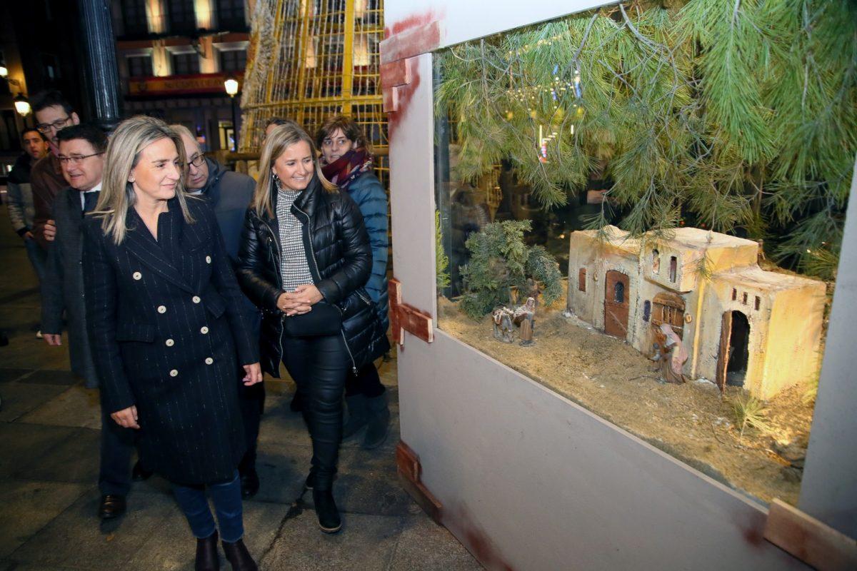 http://www.toledo.es/wp-content/uploads/2019/12/16_belen_zoco-1200x800.jpg. Milagros Tolón destaca la tradición del Belén en la inauguración del de la plaza de Zocodover con figuras y escenografía renovadas