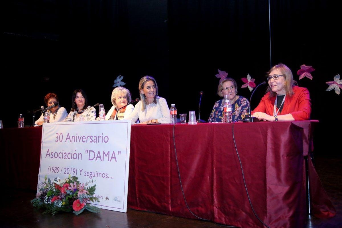 http://www.toledo.es/wp-content/uploads/2019/12/3_30_anos_dama-1200x800.jpg. La alcaldesa felicita a la Asociación DAMA por sus 30 años de compromiso con el desarrollo social de mujer y la igualdad