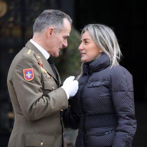 a alcaldesa felicita al coronel Antonio Armada Vázquez en su toma de posesión como director de la Academia de Infantería
