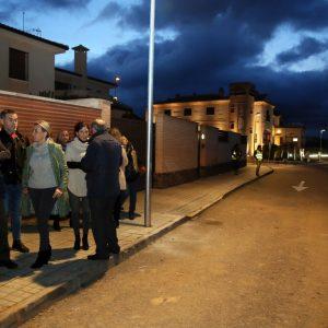 l Gobierno local responde a una demanda vecinal histórica con el alumbrado público de la vía de servicio de la CM-4000