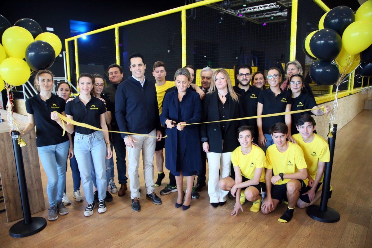 http://www.toledo.es/wp-content/uploads/2019/12/8_freejump-1200x800.jpg. La alcaldesa respalda la apertura de un nuevo establecimiento con el que el Parque Comercial Abadía amplía su oferta de ocio
