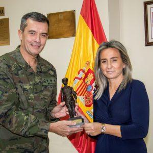 """a alcaldesa recibe el reconocimiento de """"Alférez Cadete de Infantería Honorífico"""" concedido por la Academia de Infantería al Ayuntamiento de Toledo"""