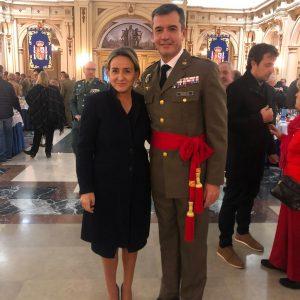 a alcaldesa, en la imposición del fajín de general de brigada al ex director de la Academia de Infantería Javier Marcos