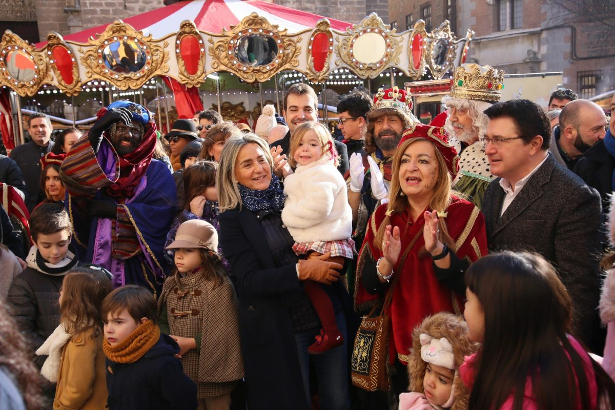 http://www.toledo.es/wp-content/uploads/2020/01/01_reyes_ayuntamiento-1200x800.jpg. La alcaldesa recibe a Sus Majestades los Reyes Magos de Oriente que hacen su primera parada en el Ayuntamiento