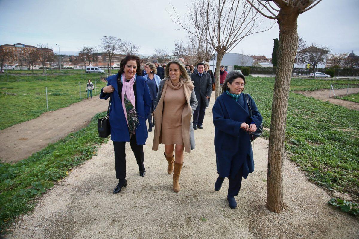 """http://www.toledo.es/wp-content/uploads/2020/01/1_senda_moreras-1200x800.jpg. La alcaldesa subraya el """"ejemplo de consenso, diálogo, estudio y protección"""" en la inauguración de la senda peatonal de Vega Baja"""