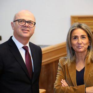 a alcaldesa de Toledo recibe en las Casas Consistoriales al embajador de Turquía