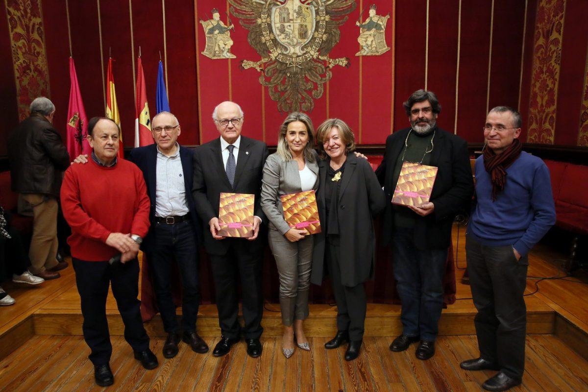 """http://www.toledo.es/wp-content/uploads/2020/01/5_libro_mazapan-1200x800.jpg. Milagros Tolón: """"Debemos sentirnos muy orgullosos de nuestro mazapán, es seña de identidad y emblema apreciado en el mundo"""""""