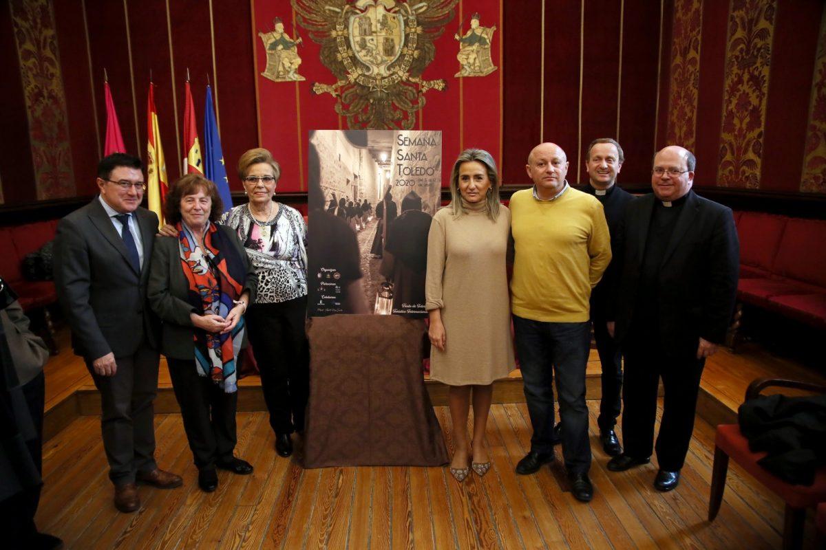 """http://www.toledo.es/wp-content/uploads/2020/01/7_cartel_semana_santa-1200x800.jpg. La alcaldesa presenta el cartel de la Semana Santa 2020 que como ha destacado refleja """"en estado puro"""" esta celebración"""