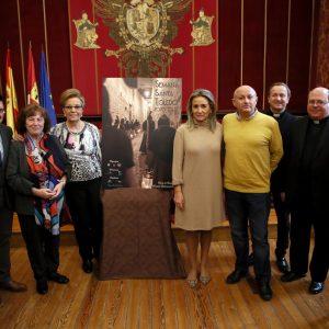 """a alcaldesa presenta el cartel de la Semana Santa 2020 que como ha destacado refleja """"en estado puro"""" esta celebración"""