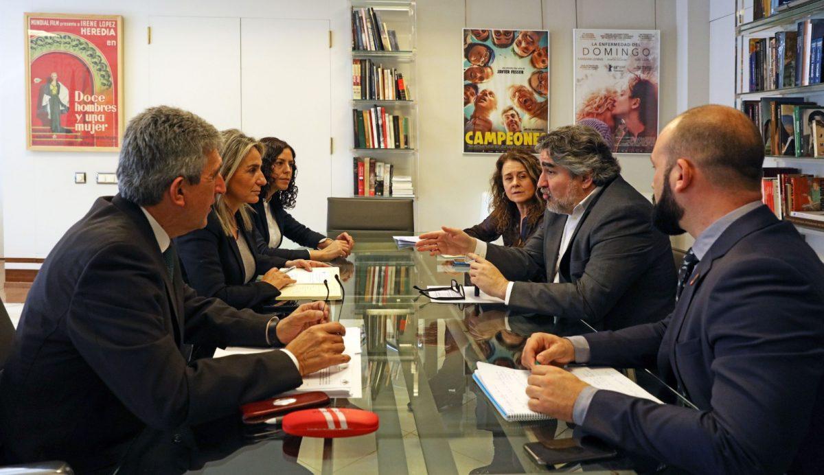 http://www.toledo.es/wp-content/uploads/2020/01/reunion_cultura_03-1200x692.jpg. Milagros Tolón informa al ministro Rodríguez Uribes de los proyectos municipales en materia cultural y deportiva