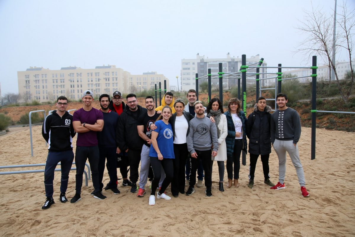 https://www.toledo.es/wp-content/uploads/2020/02/13_street_workout_poligono-1200x800.jpg. La alcaldesa destaca la contribución del Gobierno al deporte en la inauguración de un nuevo espacio Street Workout en el Polígono