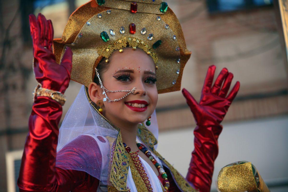 https://www.toledo.es/wp-content/uploads/2020/02/17_carnaval-1200x800.jpg. Unas 1.500 personas participan en el Carnaval de Toledo más inclusivo que tuvo a 'El trono es nuestro' como gran ganadora