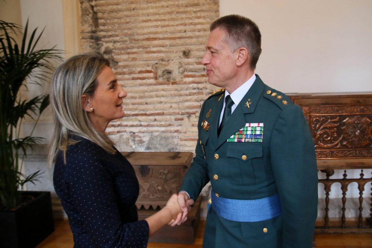 http://www.toledo.es/wp-content/uploads/2020/02/1_coronel_guadia_civil-1200x800.jpg. Milagros Tolón recibe en el Ayuntamiento al nuevo jefe de la Comandancia de la Guardia Civil en Toledo