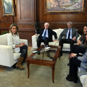 ilagros Tolón recibe en el Ayuntamiento al presidente nacional de Unicef para poner en común proyectos e iniciativas de futuro