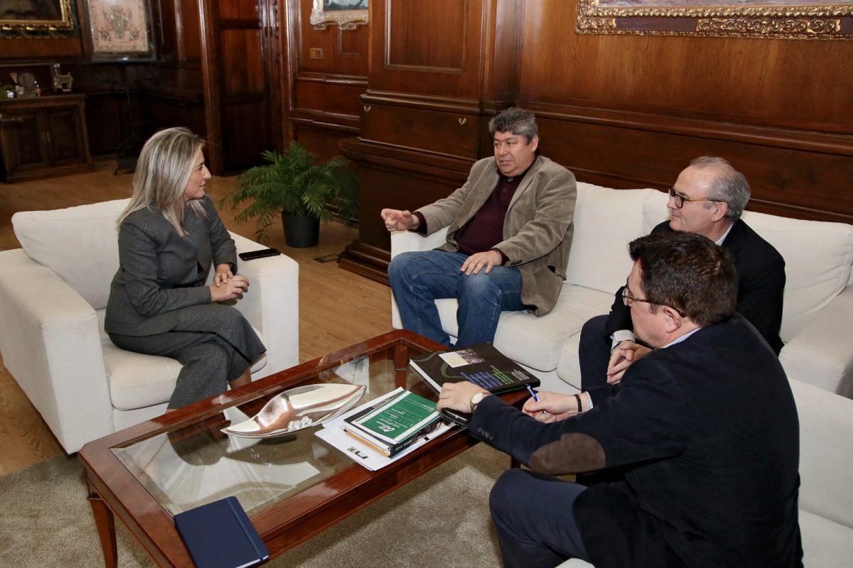 http://www.toledo.es/wp-content/uploads/2020/02/2_visita_aeronautica-1200x800.jpg. La alcaldesa reafirma su compromiso con el campus tecnológico de la UCLM y su proyección de futuro