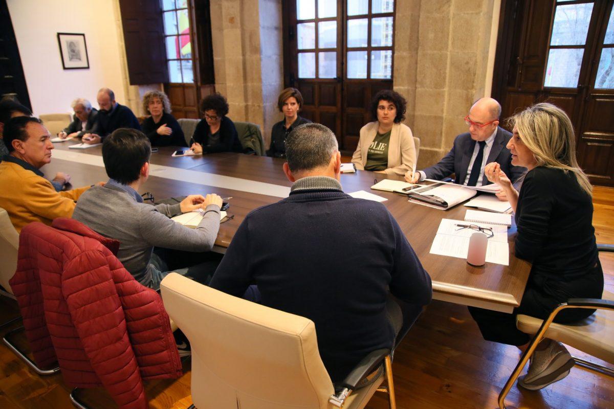 http://www.toledo.es/wp-content/uploads/2020/02/6_reunion_azucaica-1200x800.jpg. Milagros Tolón y miembros del Gobierno local mantienen una reunión con representantes vecinales del barrio de Azucaica