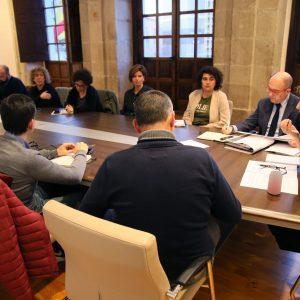 ilagros Tolón y miembros del Gobierno local mantienen una reunión con representantes vecinales del barrio de Azucaica