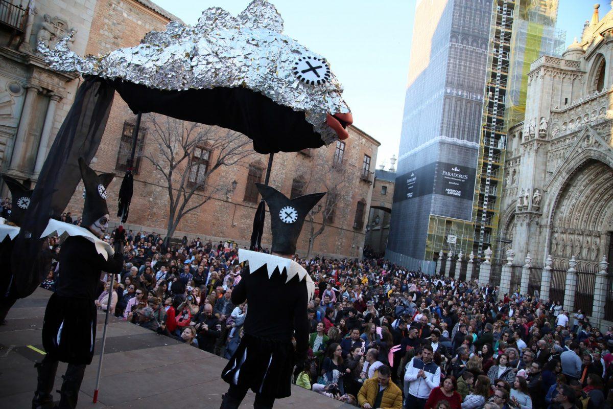 https://www.toledo.es/wp-content/uploads/2020/02/756a1524-1200x800.jpg. Una multitudinaria fiesta en la plaza del Embarcadero pone el broche final al Carnaval de Toledo más participativo, inclusivo y accesible