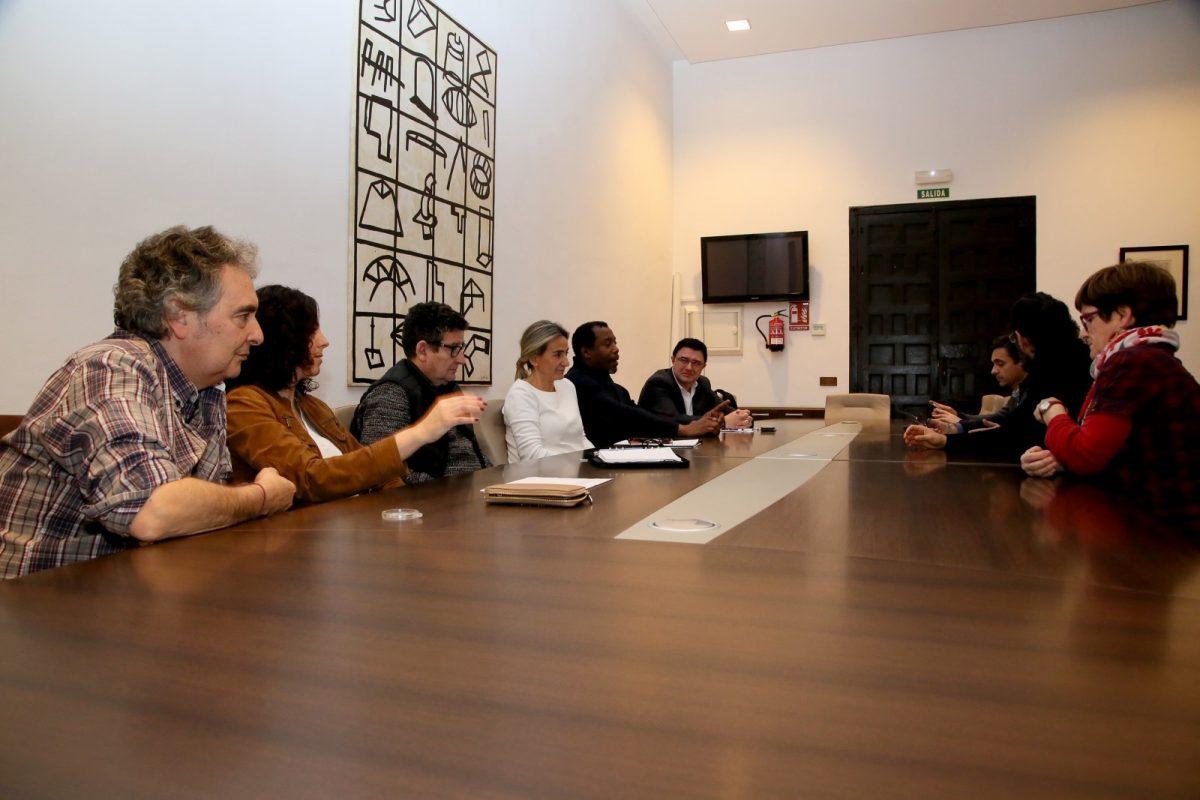 http://www.toledo.es/wp-content/uploads/2020/02/8_consejo_cooperacion-1200x800.jpg. Milagros Tolón se reúne con el Consejo Local de Cooperación para avanzar en proyectos e iniciativas en este ámbito de la política local