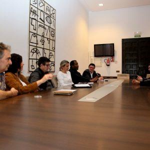 ilagros Tolón se reúne con el Consejo Local de Cooperación para avanzar en proyectos e iniciativas en este ámbito de la política local