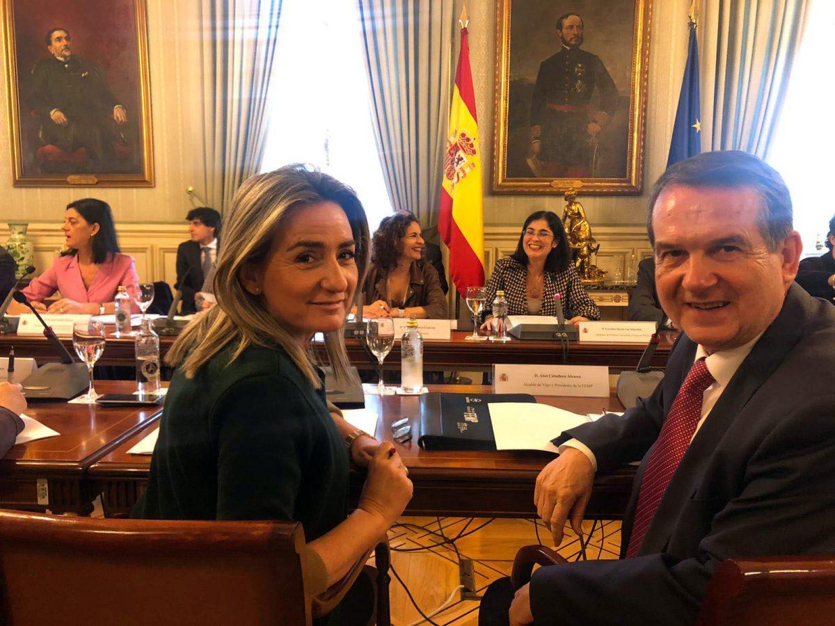 http://www.toledo.es/wp-content/uploads/2020/02/reunion_cnal-1200x900.jpg. La alcaldesa traslada al Gobierno central las necesidades de los ayuntamientos para mantener y mejorar los servicios públicos