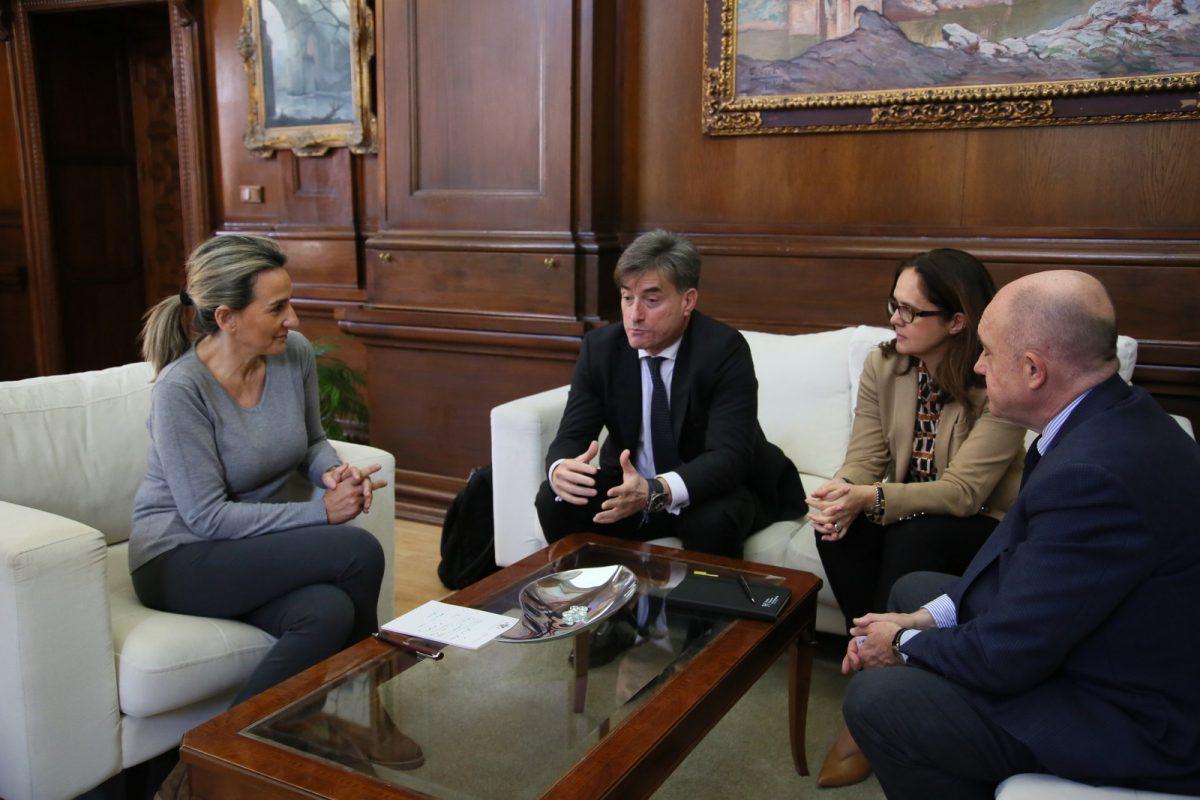https://www.toledo.es/wp-content/uploads/2020/03/1_reunion_atos-1200x800.jpg. Milagros Tolón recibe en el Ayuntamiento a representantes de ATOS, multinacional de alta tecnología que abre sede en Toledo