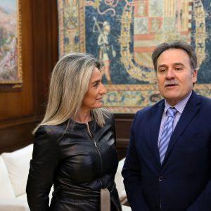 ilagros Tolón recibe al embajador de Cuba en España para compartir la riqueza patrimonial y cultural que atesora la ciudad