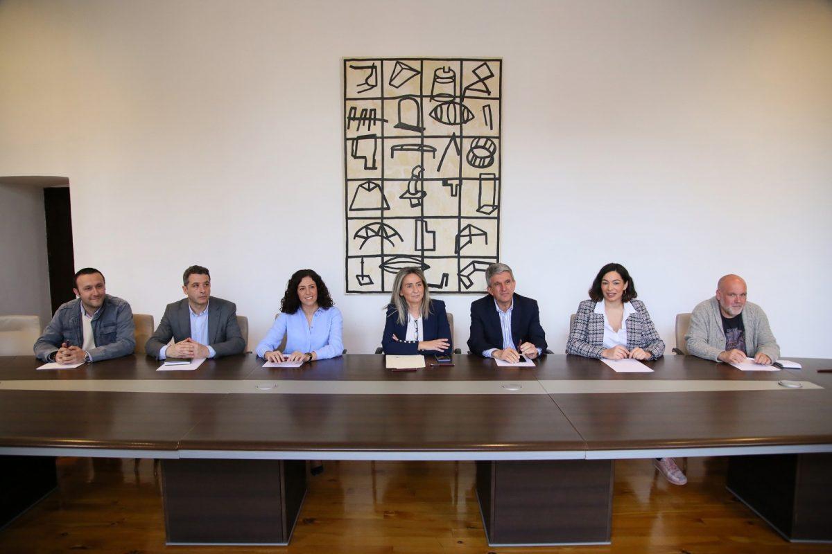 http://www.toledo.es/wp-content/uploads/2020/03/2_reunion_prevencion_partidos-1200x800.jpg. El Ayuntamiento cierra los centros de mayores y suspende todas las actividades lúdicas, culturales y deportivas de la ciudad