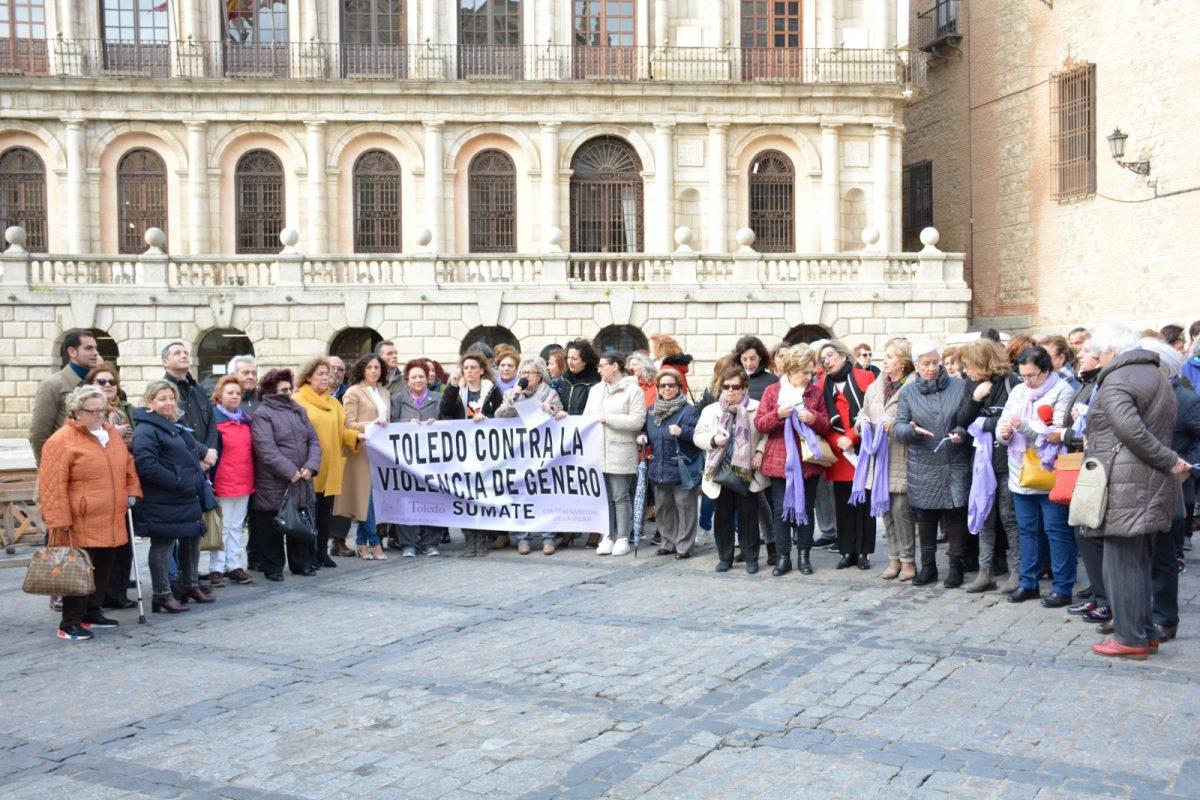 """https://www.toledo.es/wp-content/uploads/2020/03/concentracion-mensual-marzo_1-1200x800.jpg. El Consejo Local de la Mujer reivindica la lucha contra la violencia machista """"para que no pase de generación en generación"""""""