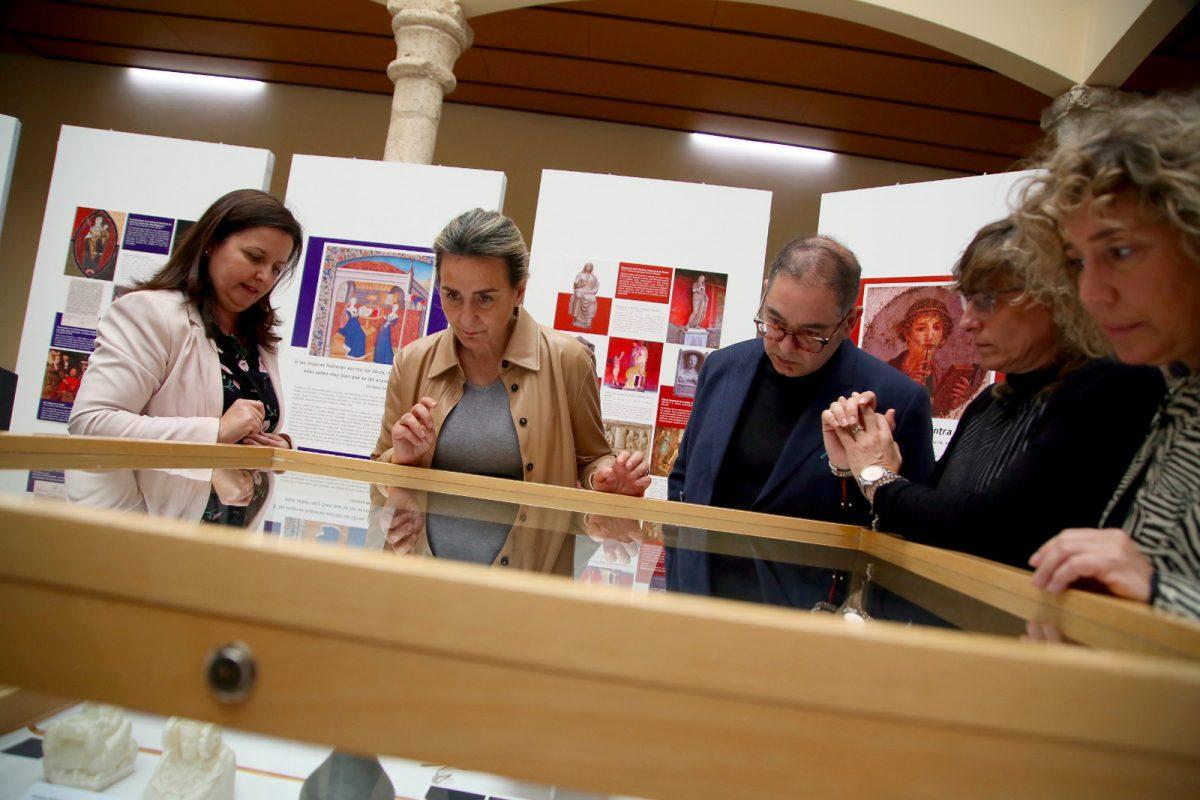 https://www.toledo.es/wp-content/uploads/2020/03/exposicion_1-1200x800.jpeg. La alcaldesa inaugura 'Memoria de mujeres' en la Facultad de Humanidades y destaca la contribución de la UCLM a la cultura local
