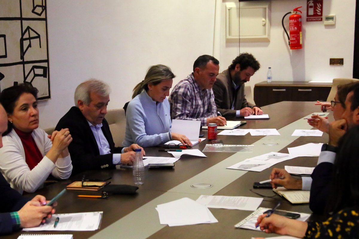 https://www.toledo.es/wp-content/uploads/2020/03/img-20200303-wa0033-1200x800.jpg. La alcaldesa repasa con la asociación de vecinos Río Chico las necesidades de La Legua, Valparaíso y Vistahermosa