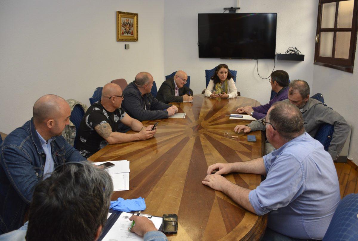 http://www.toledo.es/wp-content/uploads/2020/03/reunion_sindicatos-01-1200x808.jpg. El Ayuntamiento limita la atención al ciudadano de manera presencial y potencia la administración electrónica y telefónica