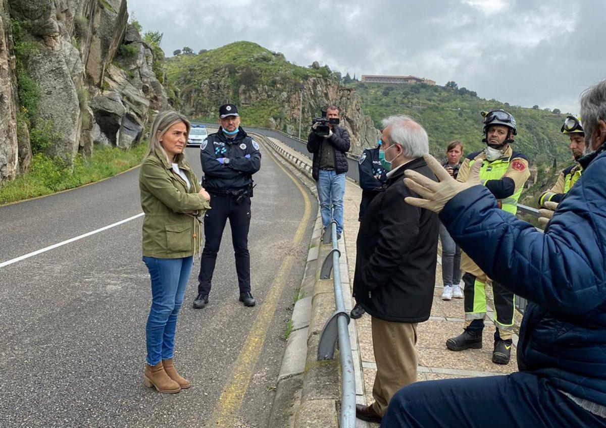 http://www.toledo.es/wp-content/uploads/2020/04/desprendimiento_1-1200x848.jpg. Cortada al tráfico por desprendimientos la carretera del Valle entre el viaducto del arroyo de la Degollada y el puente nuevo de Alcántara